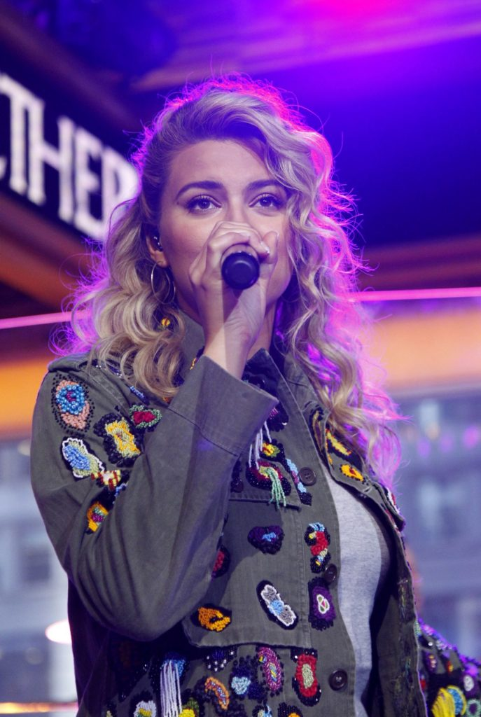 Tori Kelly Topless Pictures