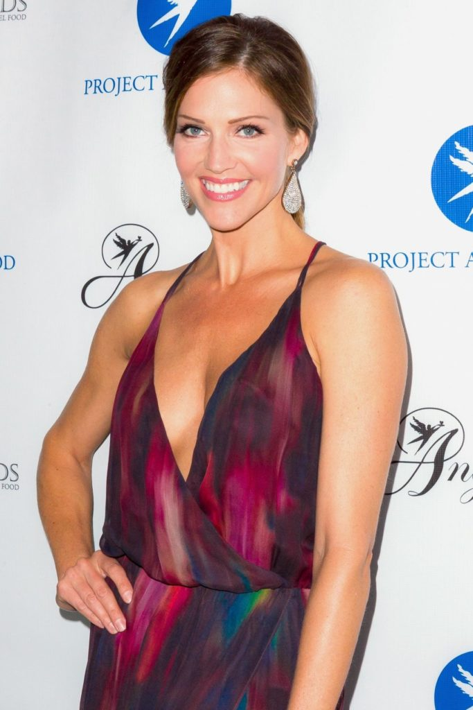 Tricia Helfer Smileing Pictures