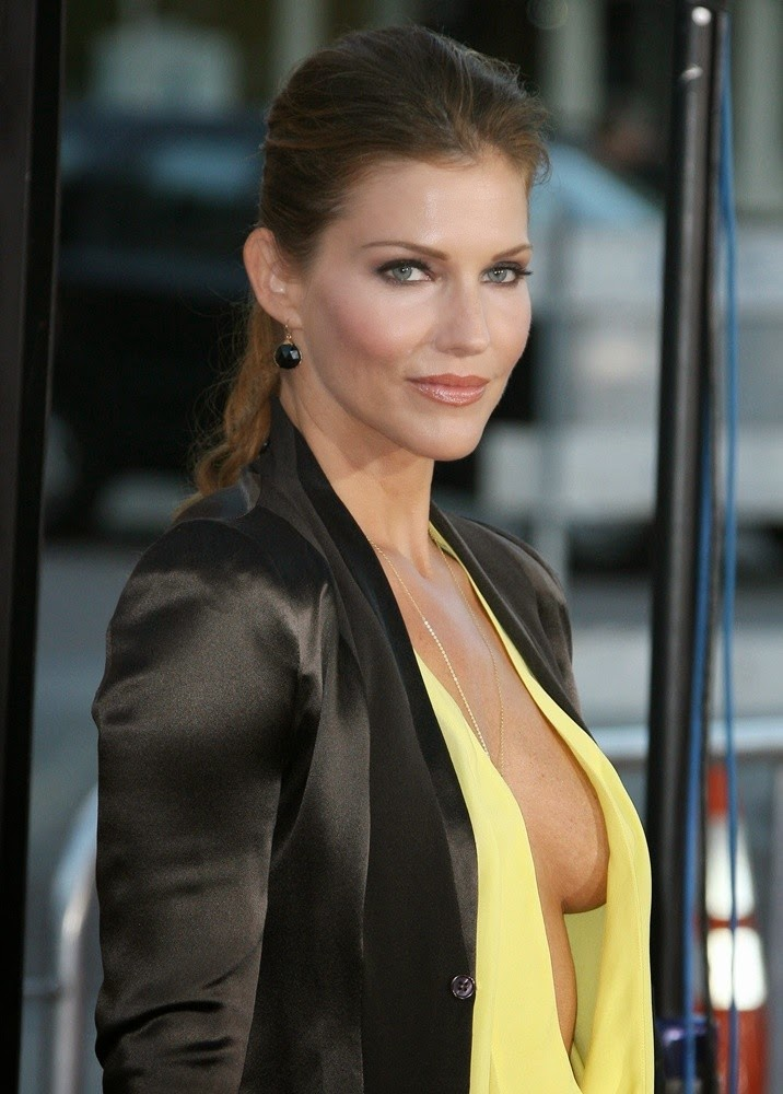 Tricia Helfer Topless Pictures