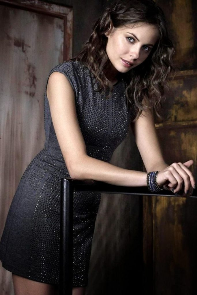 Willa Holland Legs Wallpapers