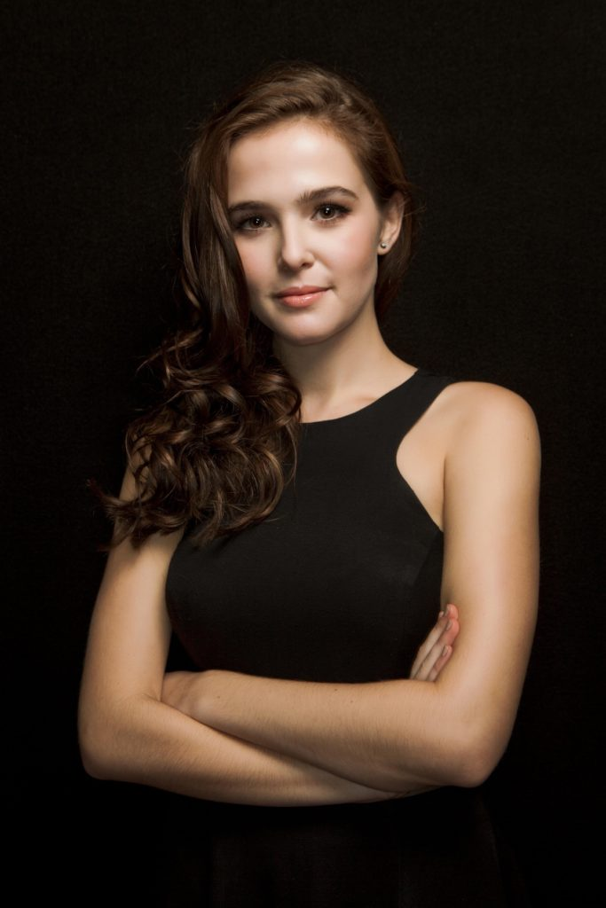 Zoey Deutch Muscles Pics