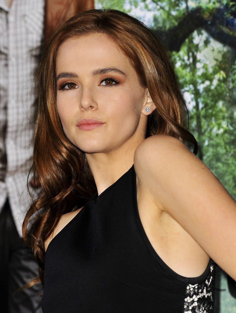 Zoey Deutch Pictures