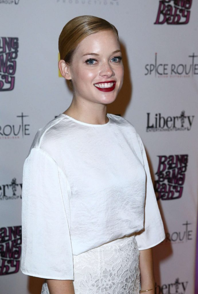 Jane Levy Smile Face Pics