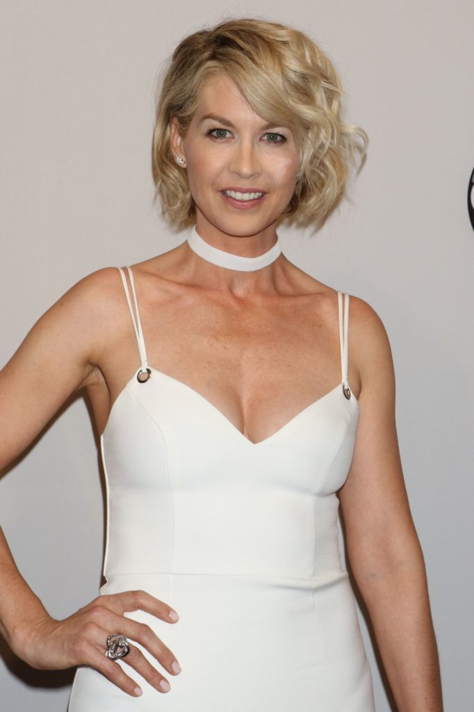 Jenna Elfman Boobs Photos