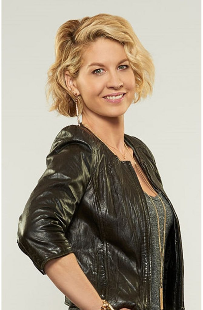 Jenna Elfman Hot Images
