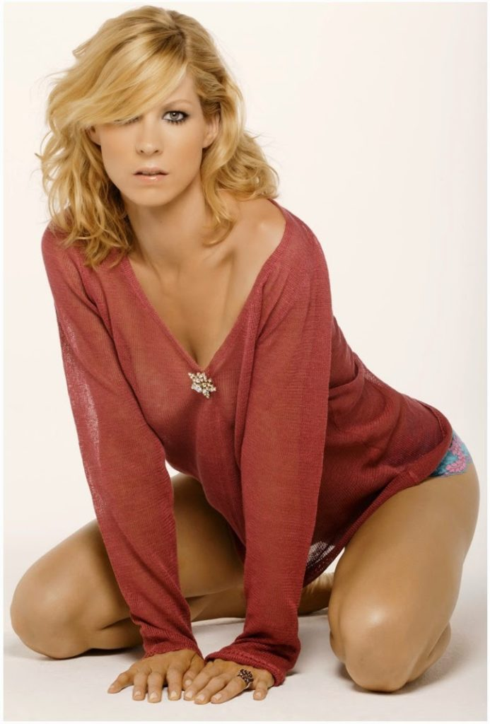 Jenna Elfman Swimsuit Pictures