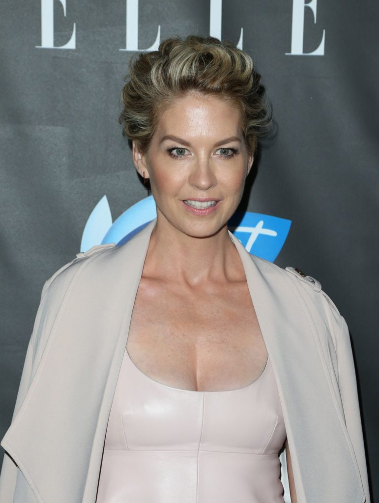 Jenna Elfman Yoga Pants Photos