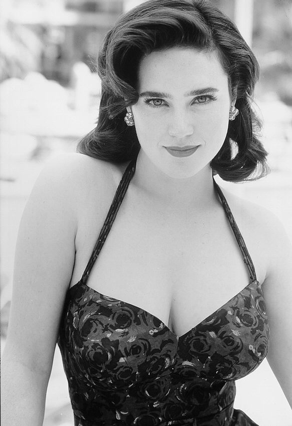 Jennifer Connelly Smileing Pics