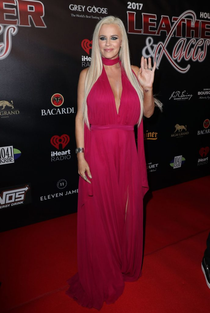 Jenny McCarthy In Gown Pics