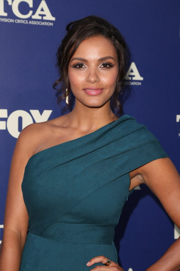 Jessica Lucas Cleavage Pictures