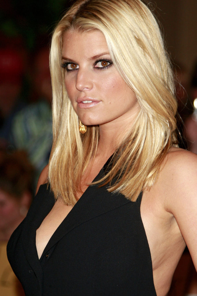 Jessica Simpson Braless Photos