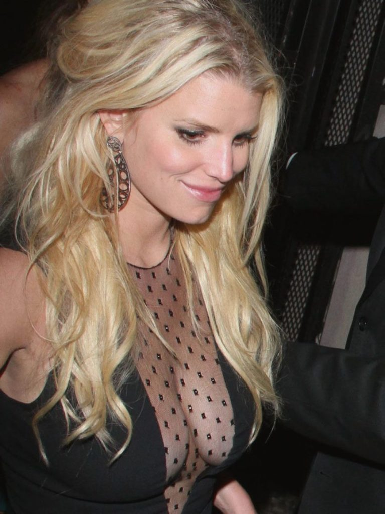Jessica Simpson Yoga Pants Pictures
