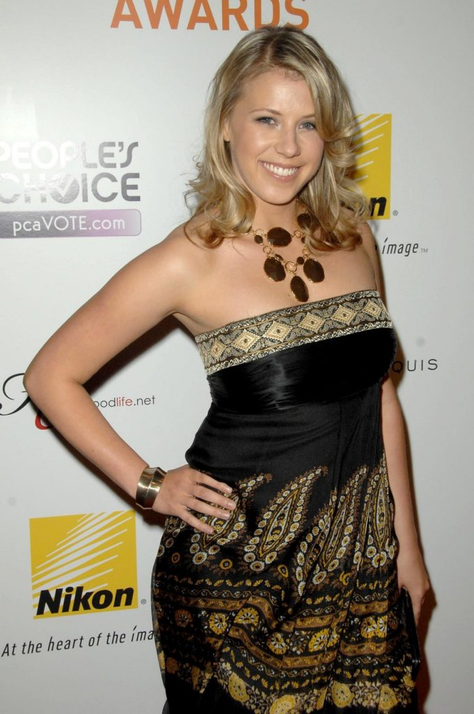 Jodie Sweetin Sexy Wallpapers