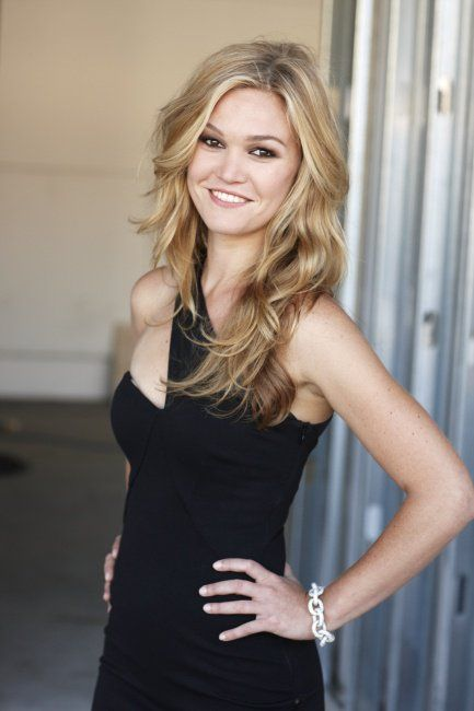 Julia Stiles Braless Pictures