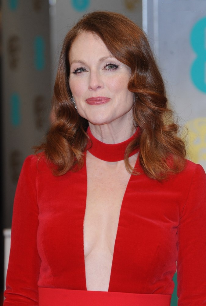 Julianne Moore Boobs Photos