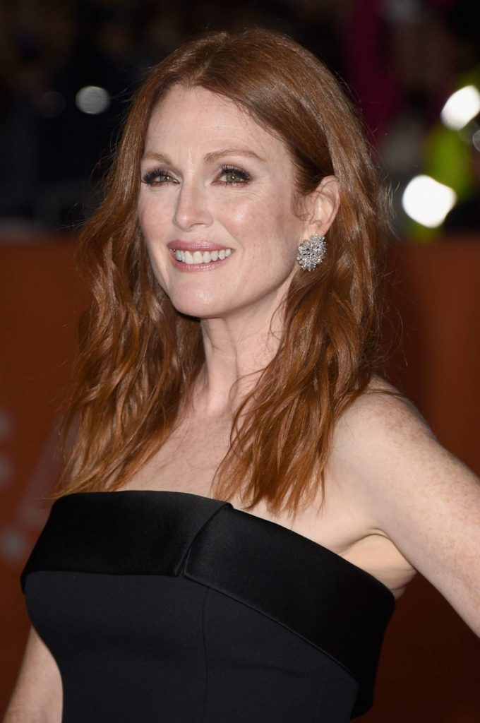 Julianne Moore Braless Images