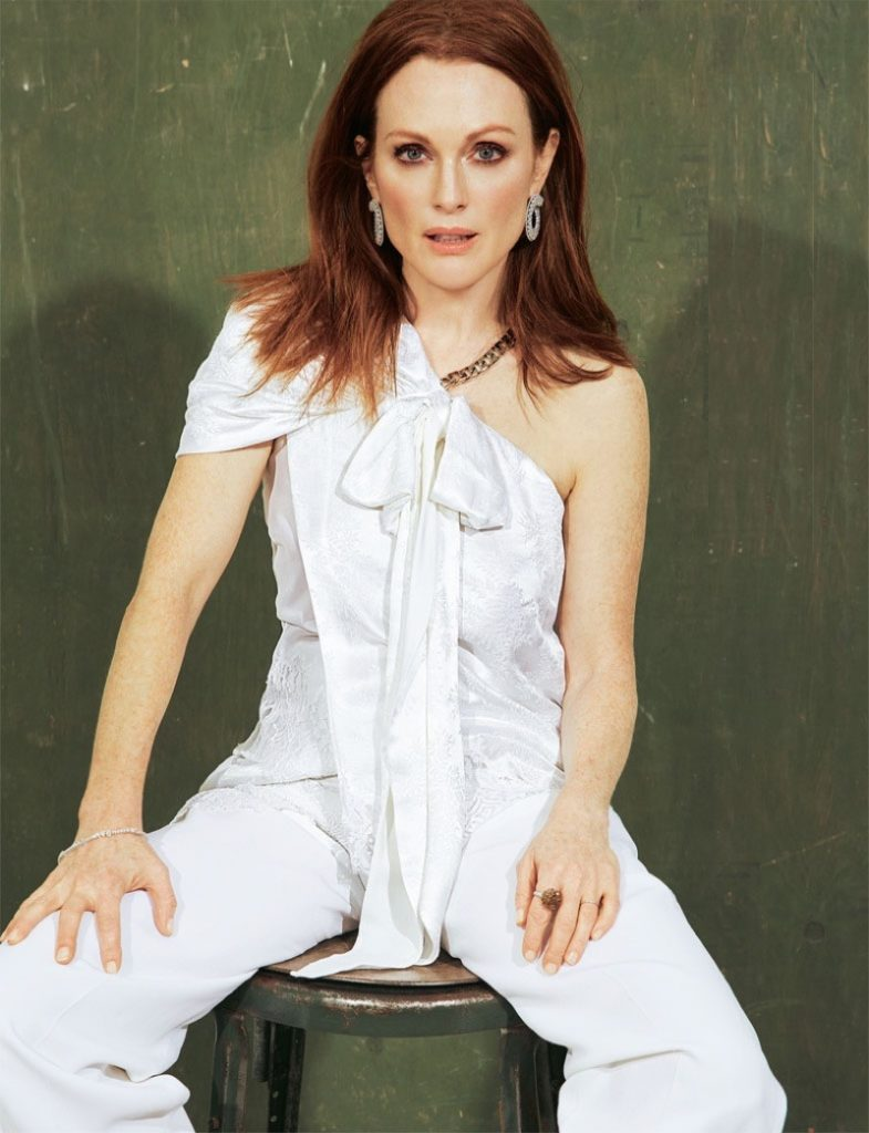 Julianne Moore Cleavage Pictures