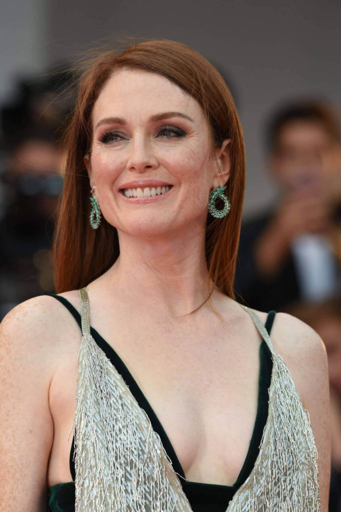 Julianne Moore Smile Face Photos