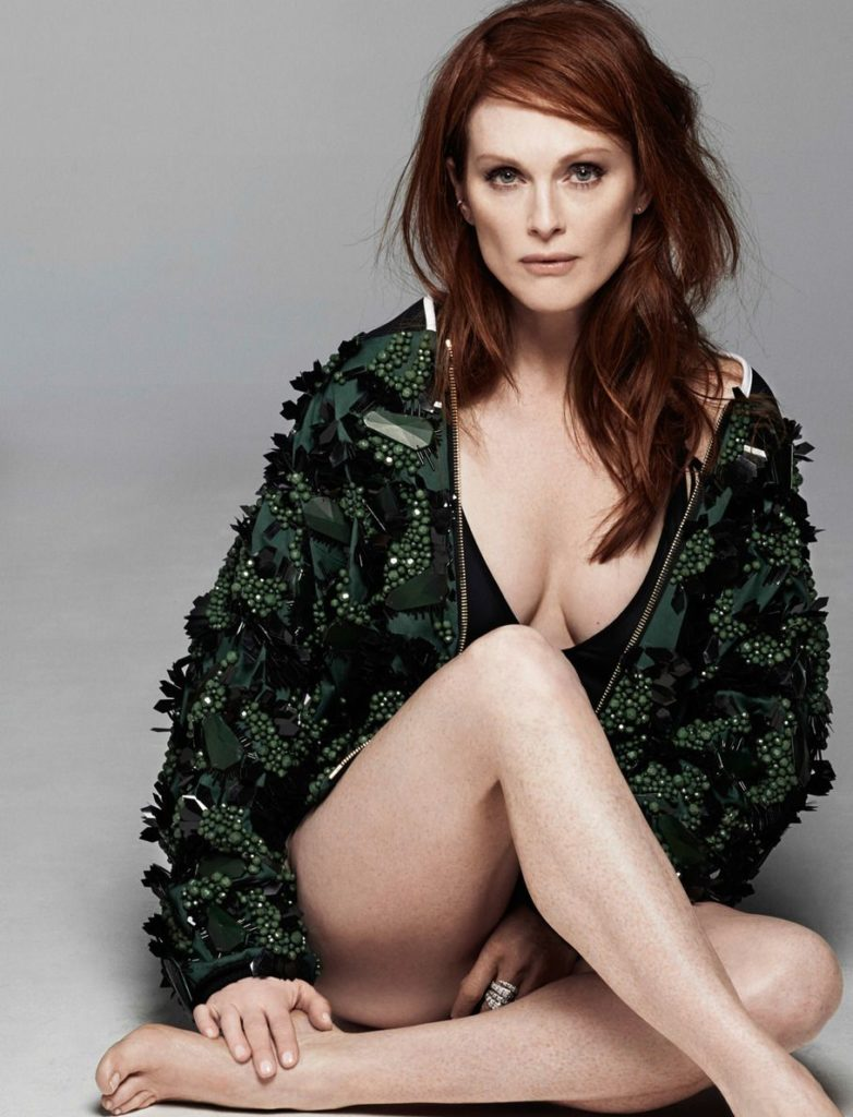 Julianne Moore Yoga Pants Photos
