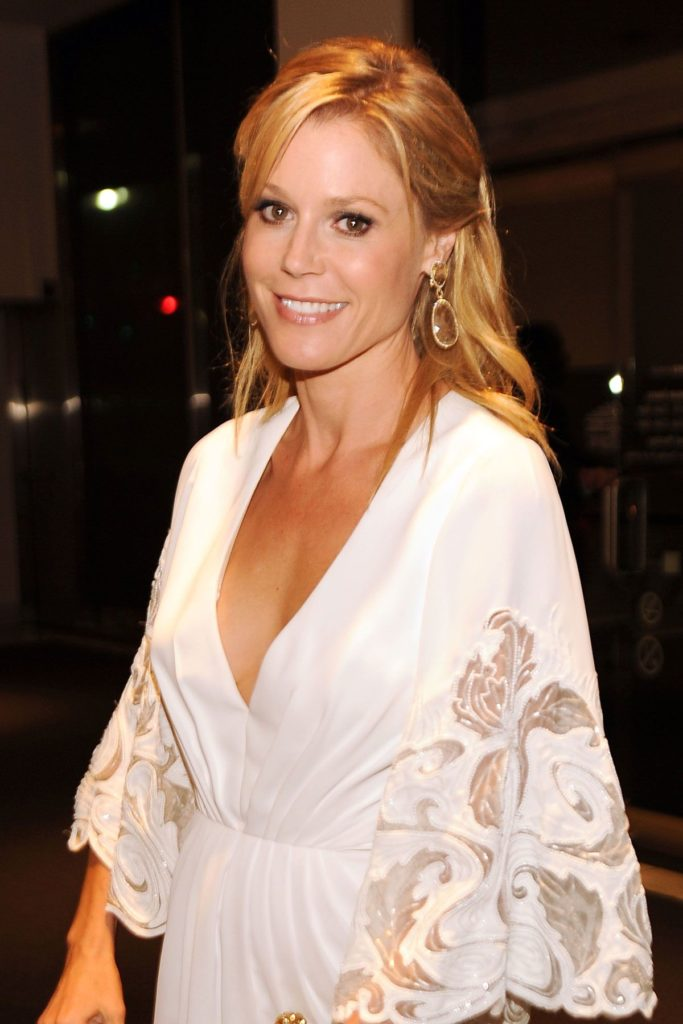 Julie Bowen Braless Images