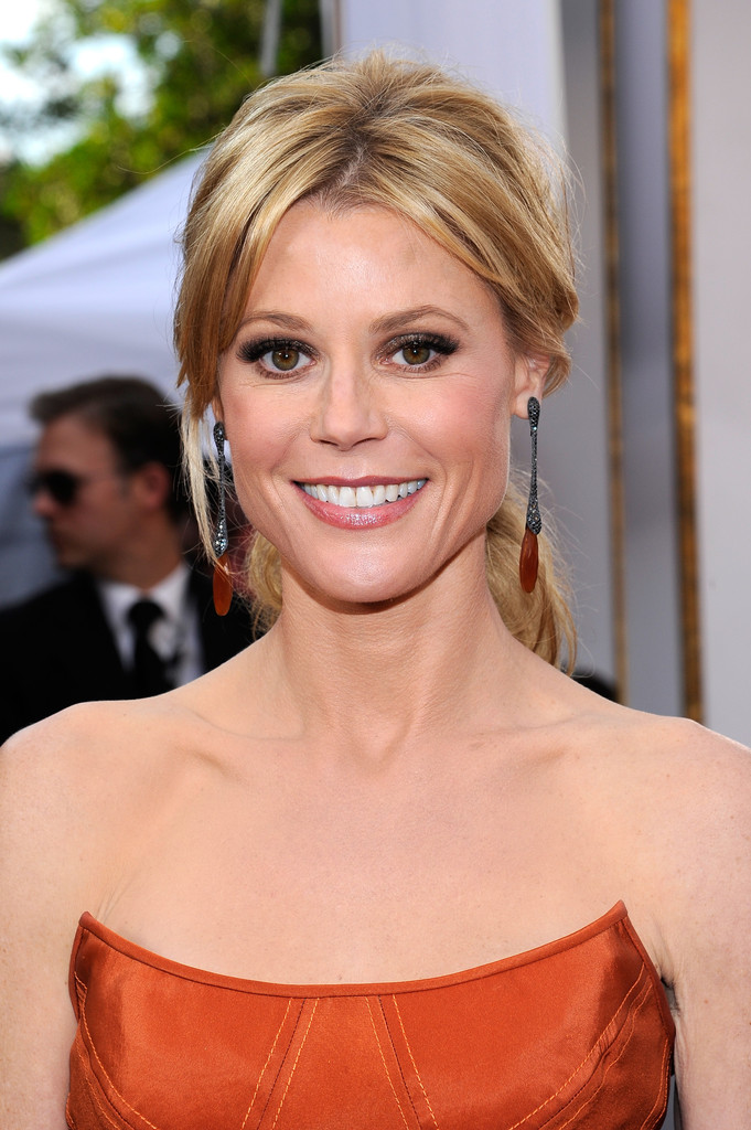 Julie Bowen Hot Images
