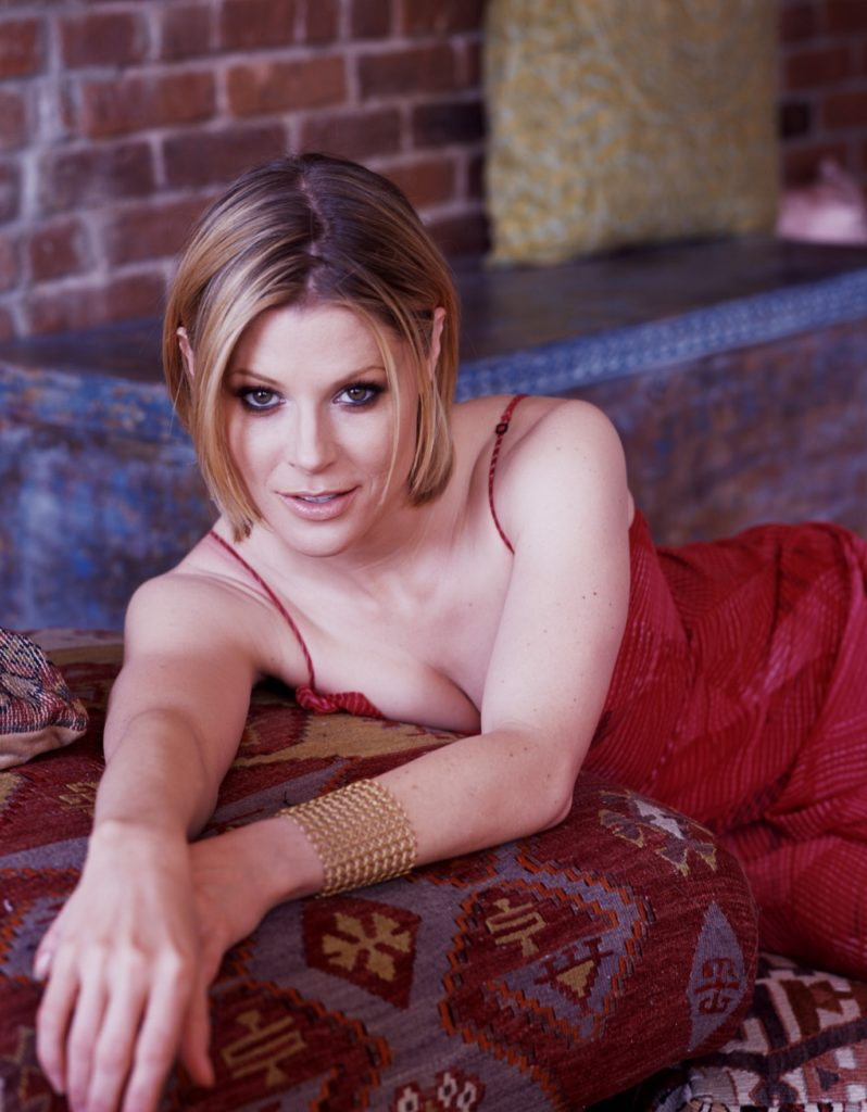 Julie Bowen Lingerie Wallpapers