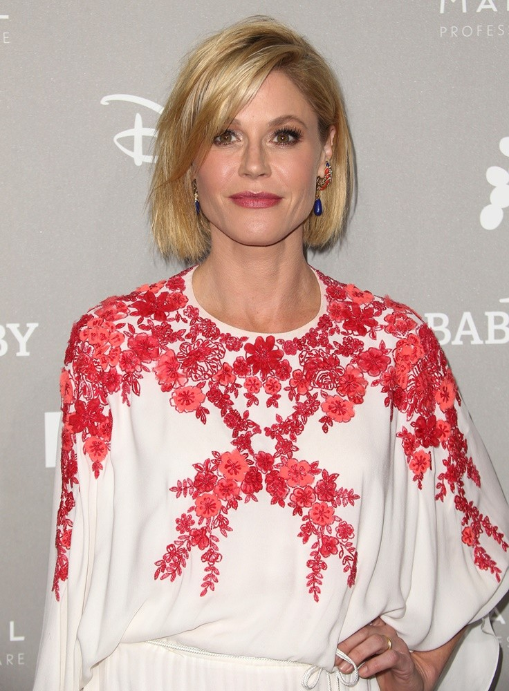 Julie Bowen Sexy Pose Images