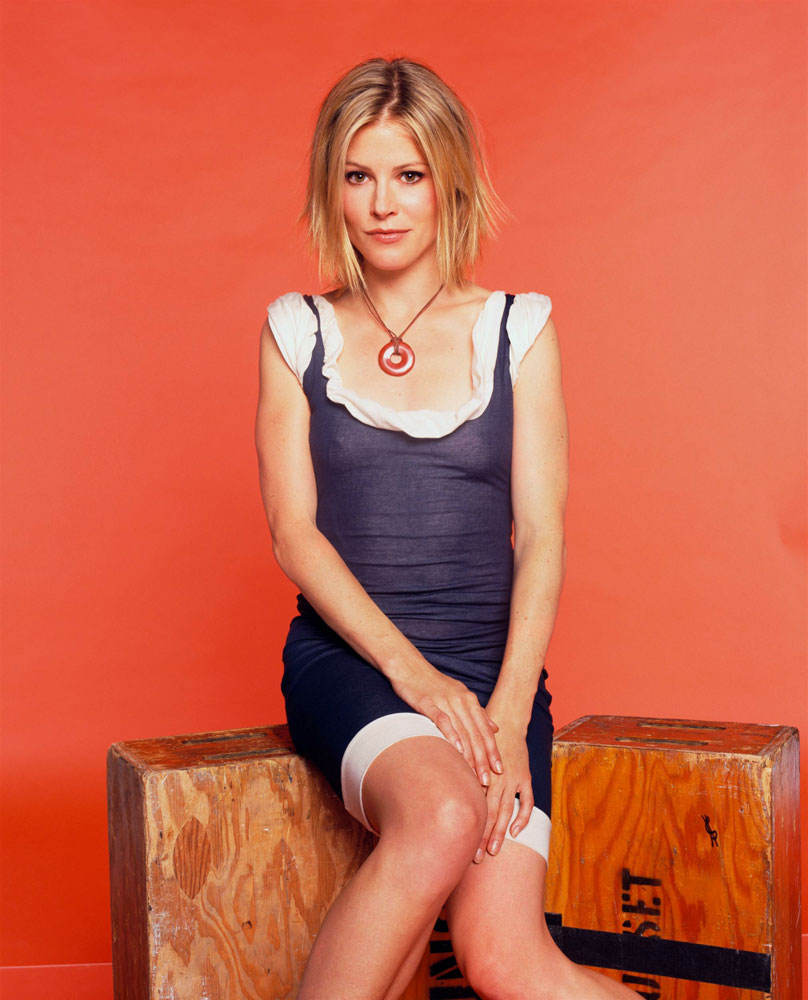 Julie Bowen Shorts Pictures
