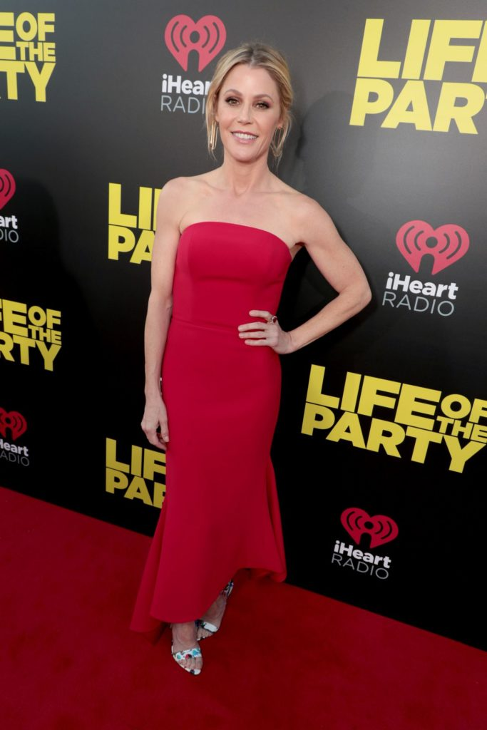 Julie Bowen Undergarments Wallpapers