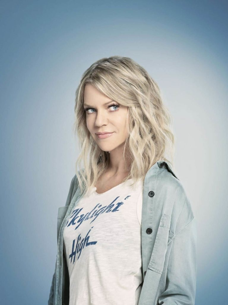 Kaitlin Olson Makeup Photos