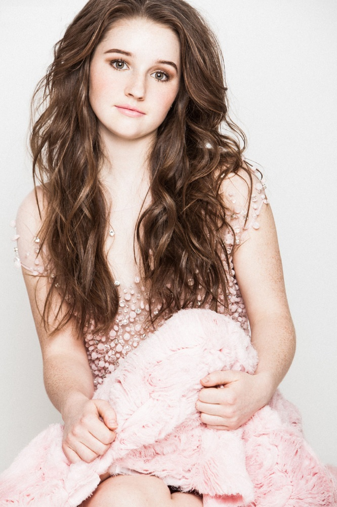 Kaitlyn Dever Hair Style Images