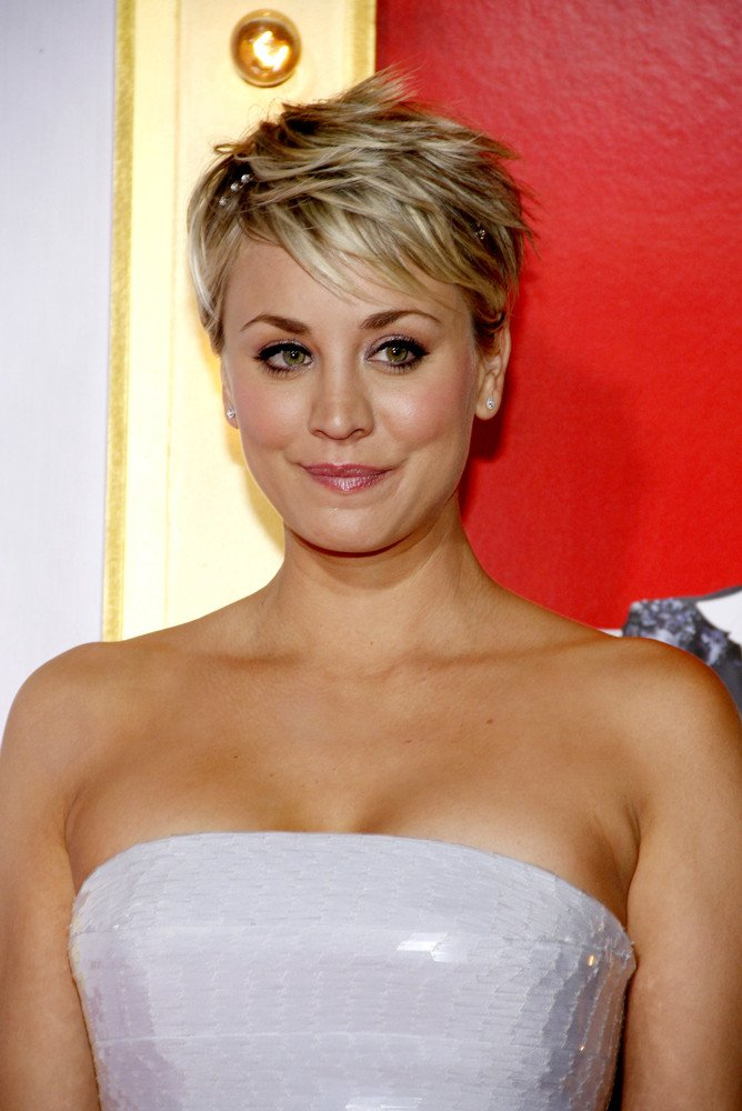 Kaley Cuoco Boobs Pictures