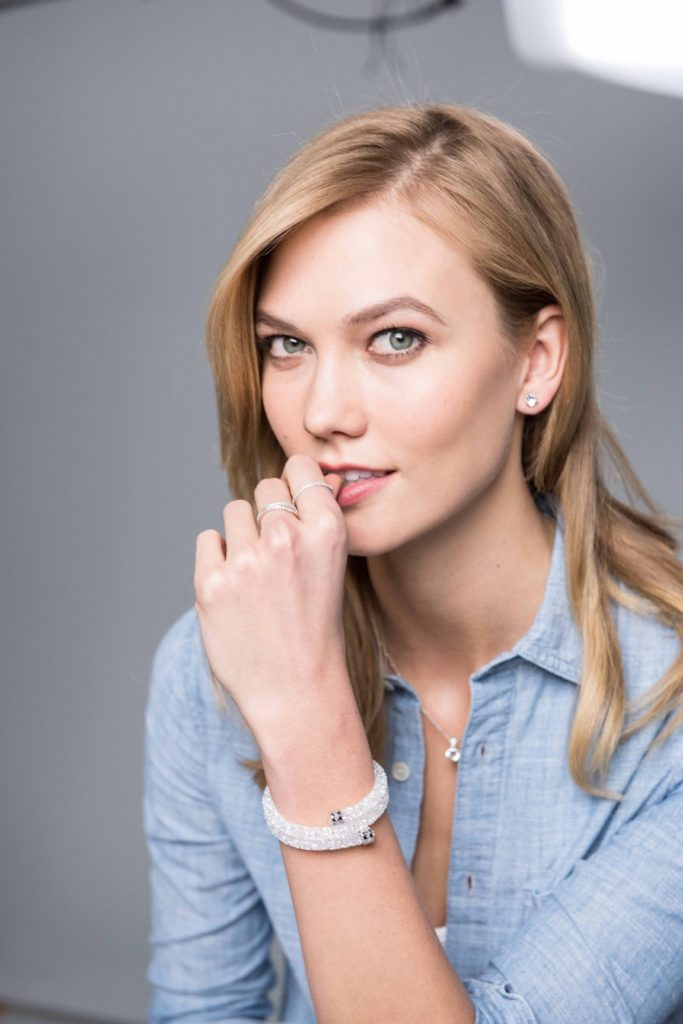 Karlie Kloss Cleavage Pictures
