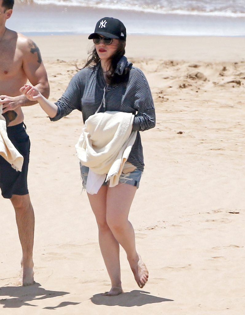 Kat Dennings Swimsuit Pictures