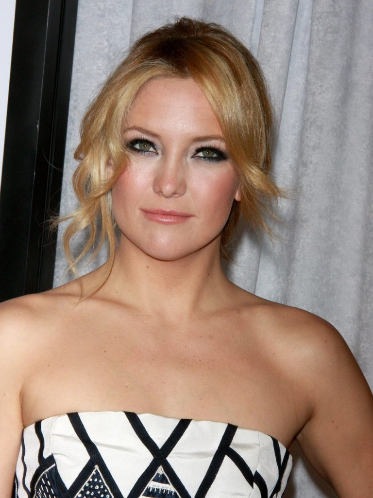 Kate Hudson Bathing Suit Images