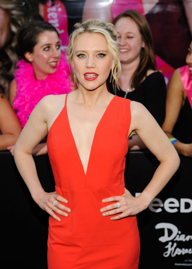 Kate McKinnon Hot Photos