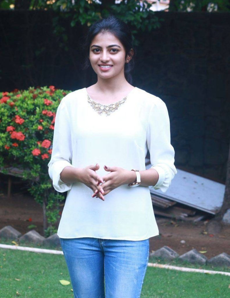 Anandhi Jeans Pics