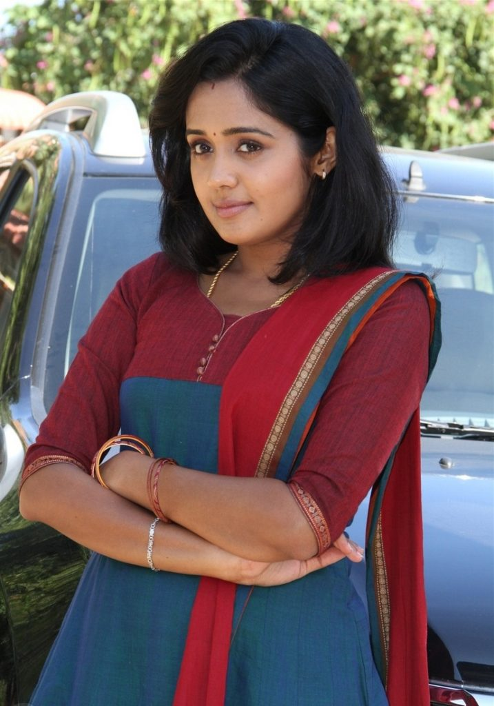 Ananya Short Hair Pictures