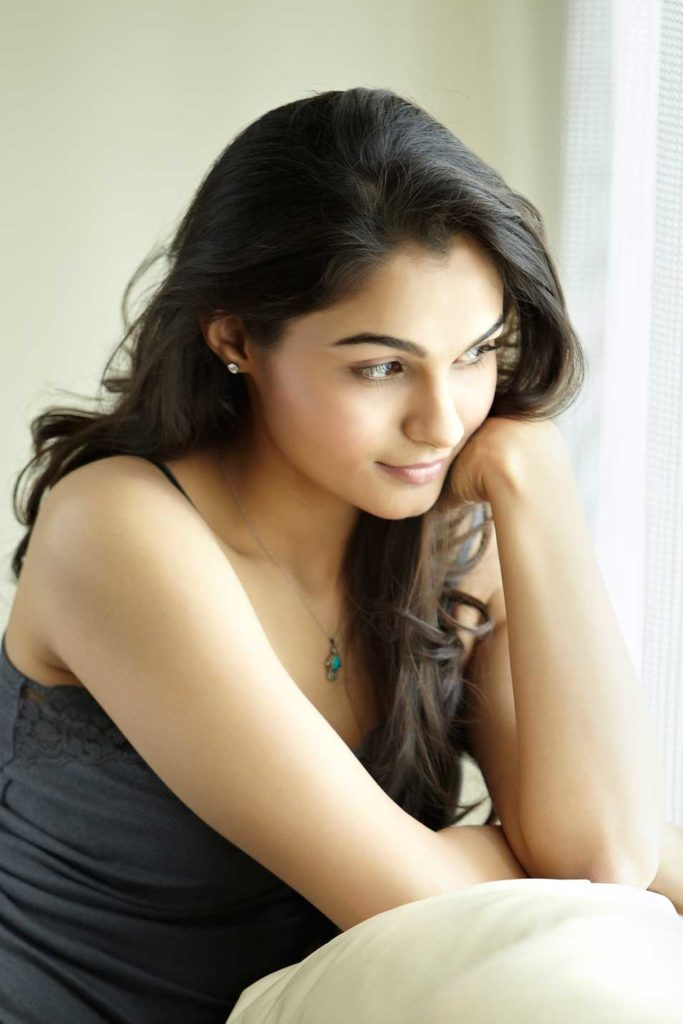 Andrea Jeremiah Shorts Pictures