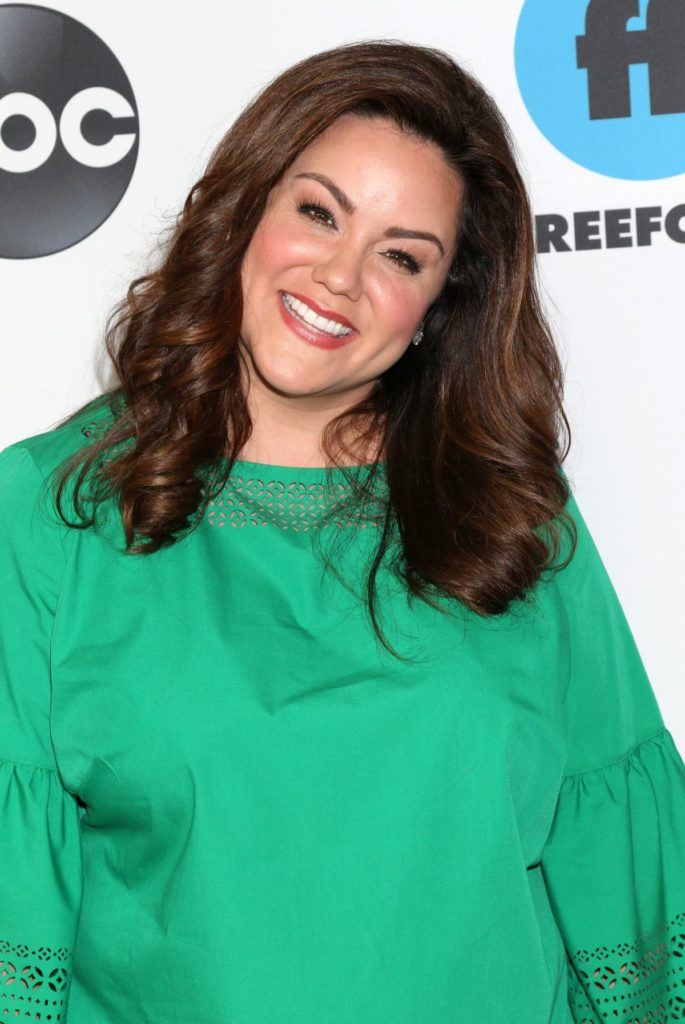 Katy Mixon Cleavage Wallpapers