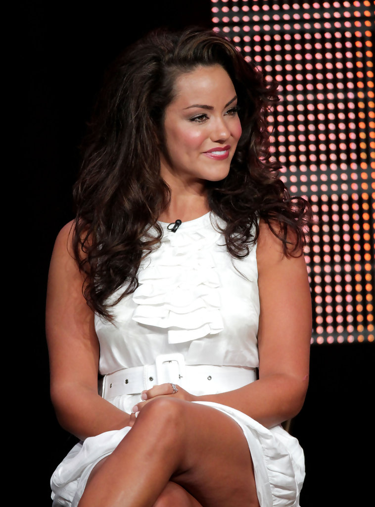 Katy Mixon Muscles Pictures