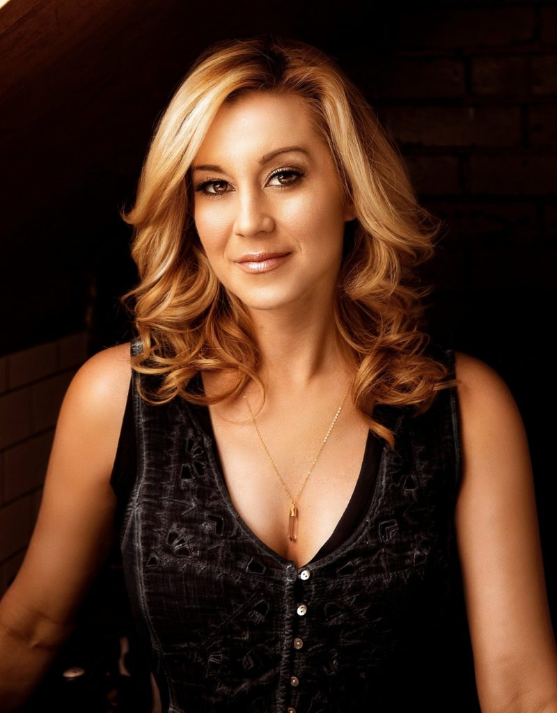 Kellie Pickler Sexy Pictures