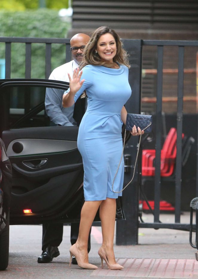 Kelly Brook Cute Pictures