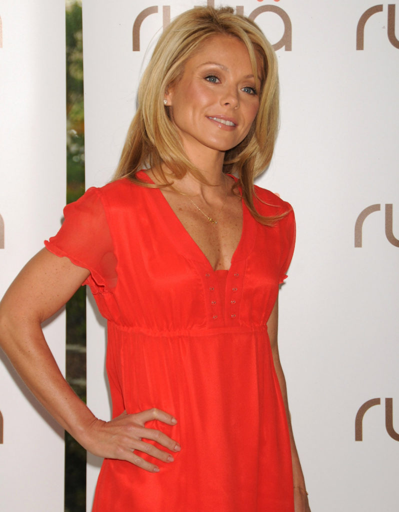 Kelly Ripa Cleavage Wallpapers