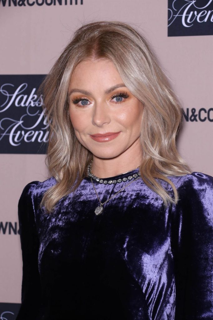 Kelly Ripa Haircut Pics