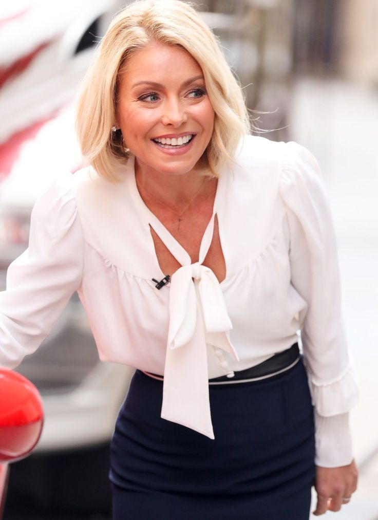 Kelly Ripa Jeans Wallpapers