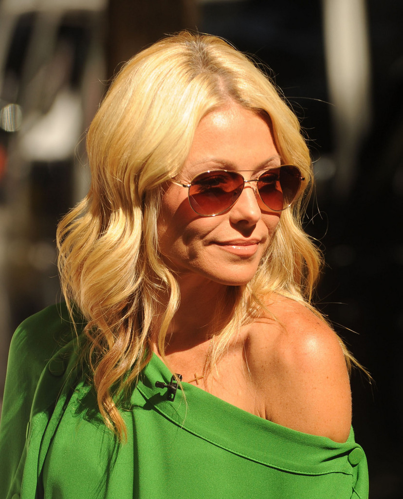 Kelly Ripa Makeup Images