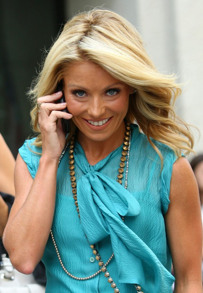 Kelly Ripa Smile Face Pictures