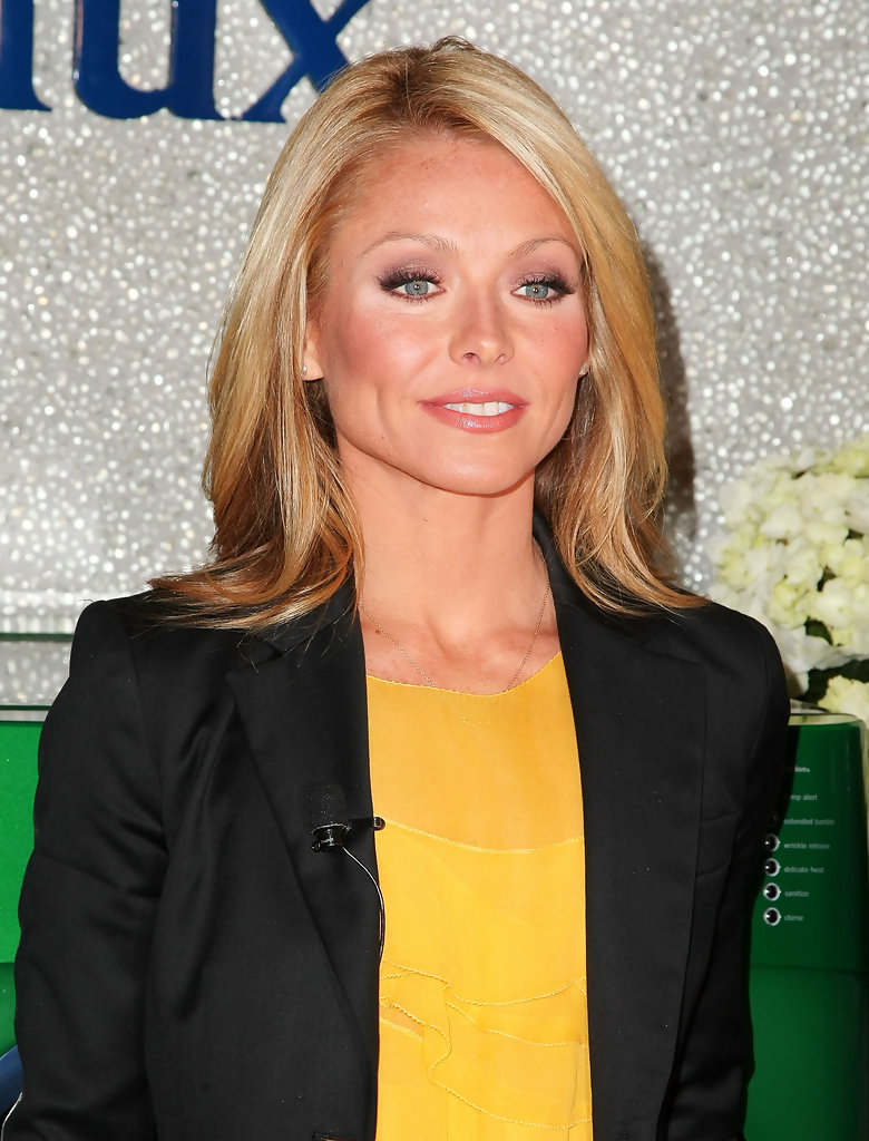 Kelly Ripa Smileing Images