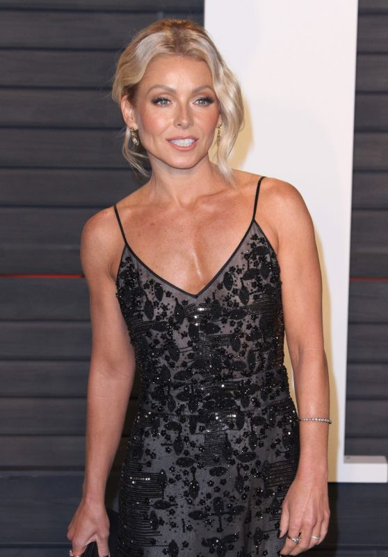 Kelly Ripa Topless Images